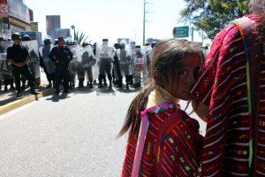 Ninos y Mujeres de la CODEP al frente