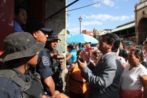 Autoridades y comerciantes