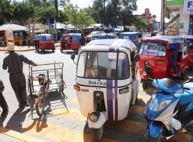 Mototaxistas en protesta