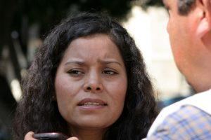 Gloria Manzano Sosa, ante medios de comunicación