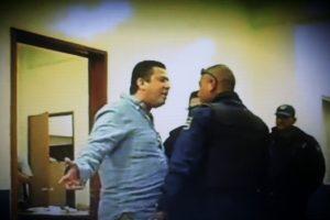Francisco Arias Rodríguez, reta a golpes a los municipales.