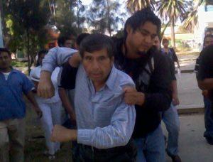 El profesor Jaime Madrid Gonzales, en el momento de la agresion.