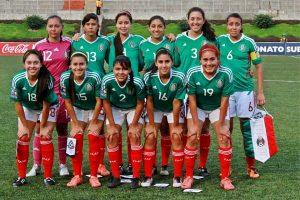 Adela Meza, seleccionada nacional y en espera del llamado al Tri que asistirá el Mundial, con el promotor Eliezer Valdez Ramírez, quien le otorgó su respaldo.