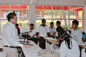 Espinosa Santibáñez supervisa los planteles del COBAO en la Costa