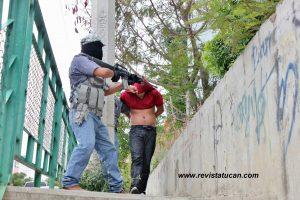 Persona detenida en el fraccionamiento el Rosario en operativo por parte de elementos de la PGJEO