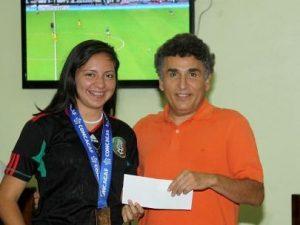 Adela Guadalupe Meza Allier y el promotor deportivo Eliezer Valdez Ramírez