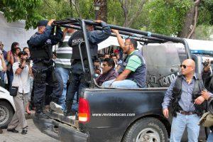 Luego de operativo, la PEP realizó el traslado de detenidos.