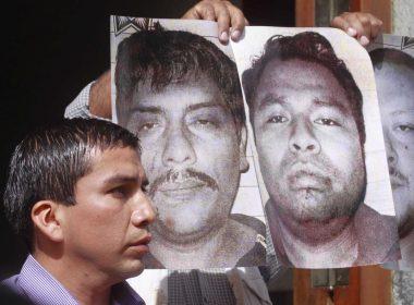 Said Hernández durante la protesta realizada hoy en los Juzgados de Distrito
