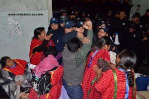 Golpes y empujones en los pasillos del Palacio de Gobierno de Oaxaca