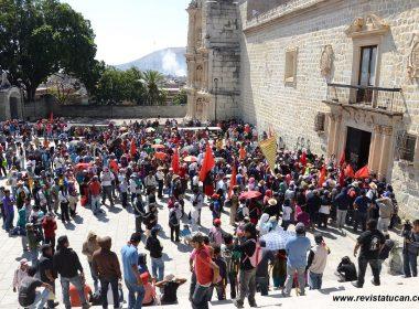 FPR en la explanada del Palacio Municipal de Oaxaca