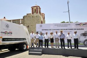 Entrega de camiones del Municipio de Oaxaca