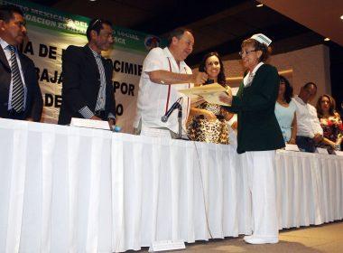 Entrega de reconocimientos por Víctor Octavio Pérez del Valle