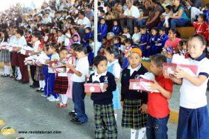 Entrega simbólica de 16 mil pares de calzado deportivo a niños y niñas de Zaachila