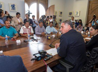 Gabino Cué y dirigencia de la Sección 22