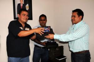 Reciben equipo los Policías de Arrazola, Xoxocotlán