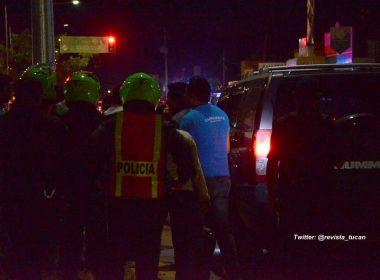 Momento en que los taxistas golpeaban al chofer