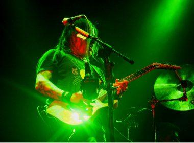 Tonio, guitarrista.