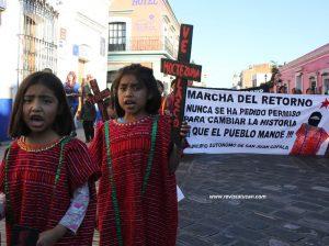Líderes a su llegada a Oaxaca, hace unos años.