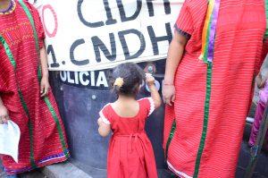 Niños Triquis de San Juan Copala