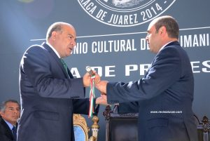Javier Villacaña y Luis Ugartechea en la ceremonia de entrega recepción.