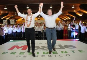 Meade y Murat en campaña política en el Centro de Convenciones de Oaxaca