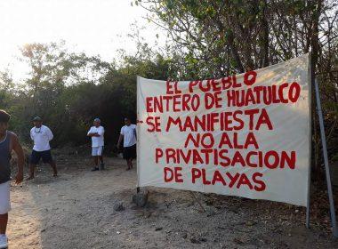 Manifestantes en Huatulco