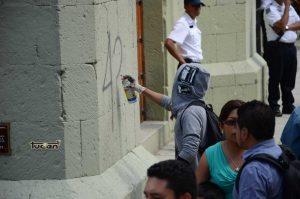 Grafiti en el primer cuadro de la ciudad de Oaxaca
