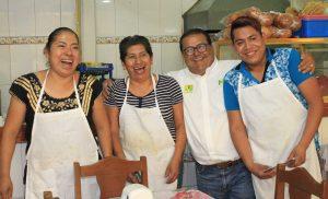 Cocineras del Mercado Zonal de Santa Rosa