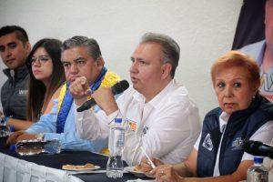 Hectro Pablo, Perla Woolrich y Hugo Jarquín