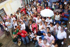 Raúl Cruz y ciudadanos de Santa Lucía
