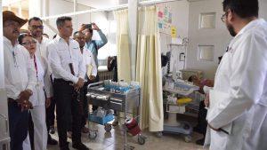 Gobernador Alejandro Murat en su visita al Hospital Civil