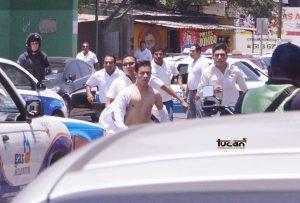 Joven perseguido por los ruleteros en Santa Lucía