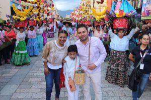 Raúl Cruz y su esposa Leticia Cruz encabezaron a la delegación de Santa Lucía