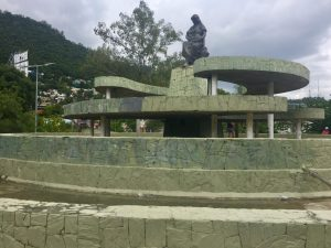 Monumento a la Madre, despues de limpiar las pintas