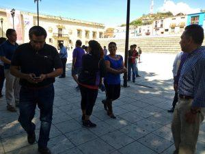 Artistas y comerciantes en Palacio Municipal