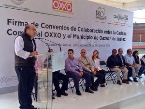 Javier Villacaña da la bienvenida a las tiendas OXXO