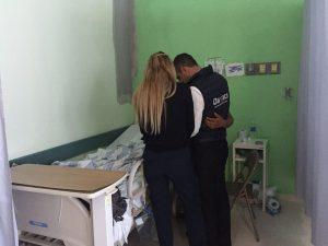 Murat visita a los sobrevivientes de Jamiltepec