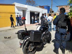 Policías a su llegada