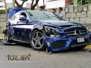 Uno de los 4 vehículos dañados