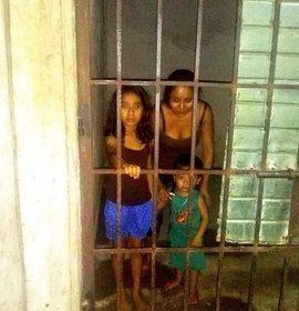Familia encarcelada